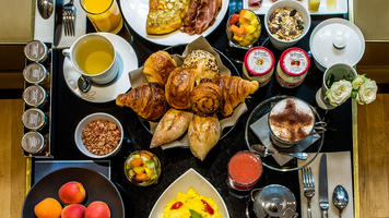 breakfast offer hotel la Tamise paris